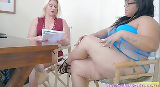 Squirt Queen Selah Rain vs. Queen Spit