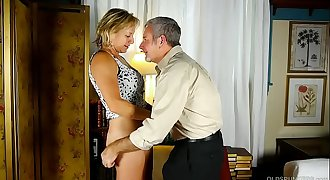 Tasty old spunker in hip high kinky boots is such a hot fuck
