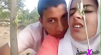 مغربية محجبة تتناك من عشيقها تحت الشجرة