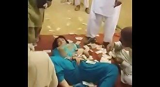 Pakistani Tawaif doing Sexy Erotic Mujra in open Jaatra